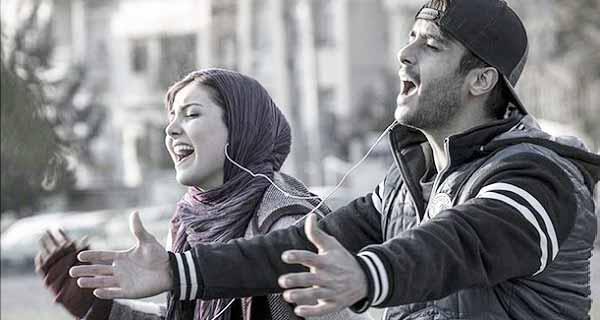 صحنه زیبا از آواز خواندن نوشین (زیبا کرمعلی)) و امیرعلی (ساعد سهیلی) در فیلم لاتاری