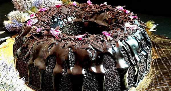 دستور پخت کیک شکلاتی تولد ، مواد لازم کیک شکلاتی ، طرز تهیه کیک شکلاتی خوشمزه و مخصوص با شکلات تخته ای تلخ