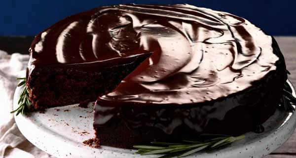 Image result for کیک شکلاتی با گاناش و سس