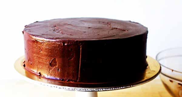کیک دبل چاکلت، طرز تهیه و پخت کیک دبل چاکلت خوشمزه و مجلسی با گاناش شکلاتی و خامه ای در منزل به همراه مواد لازم، cake-double-chocolate