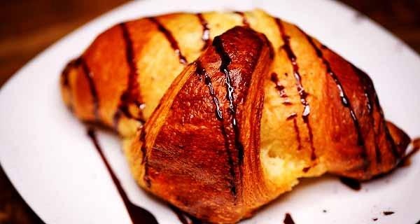 نان کروسان، طرز تهیه نان کروسان خوشمزه و مجلسی با معز شکلاتی در منزل، croissant