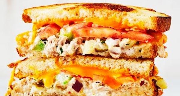 ساندویچ تن ماهی با پنیر چدار، دستور تهیه و پخت ساندویچ تن ماهی با پنیر جدار به روشی خوشمزه در خانه برای 2 تا 4 نفر