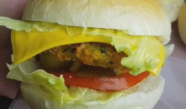 طرز تهیه ساندویچ تن ماهی با سیب زمینی خوشمزه و مجلسی در منزل مرحله به مرحله