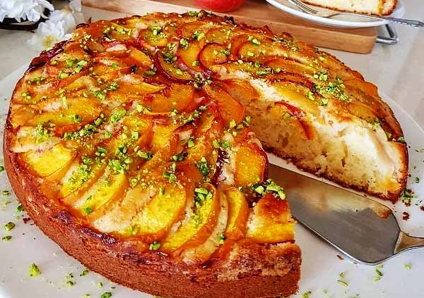 طرز تهیه کیک هلو با بافتی نرم و بسیار خوشمزه در منزل