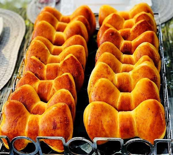 طرز تهیه نان پوآچا پاپیونی خوشمزه و پنبه ای برای صبحانه