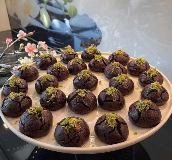 طرز تهیه شیرینی شکلاتی مغزدار خوشمزه و کافی شاپی با گردو مرحله به مرحله در منزل